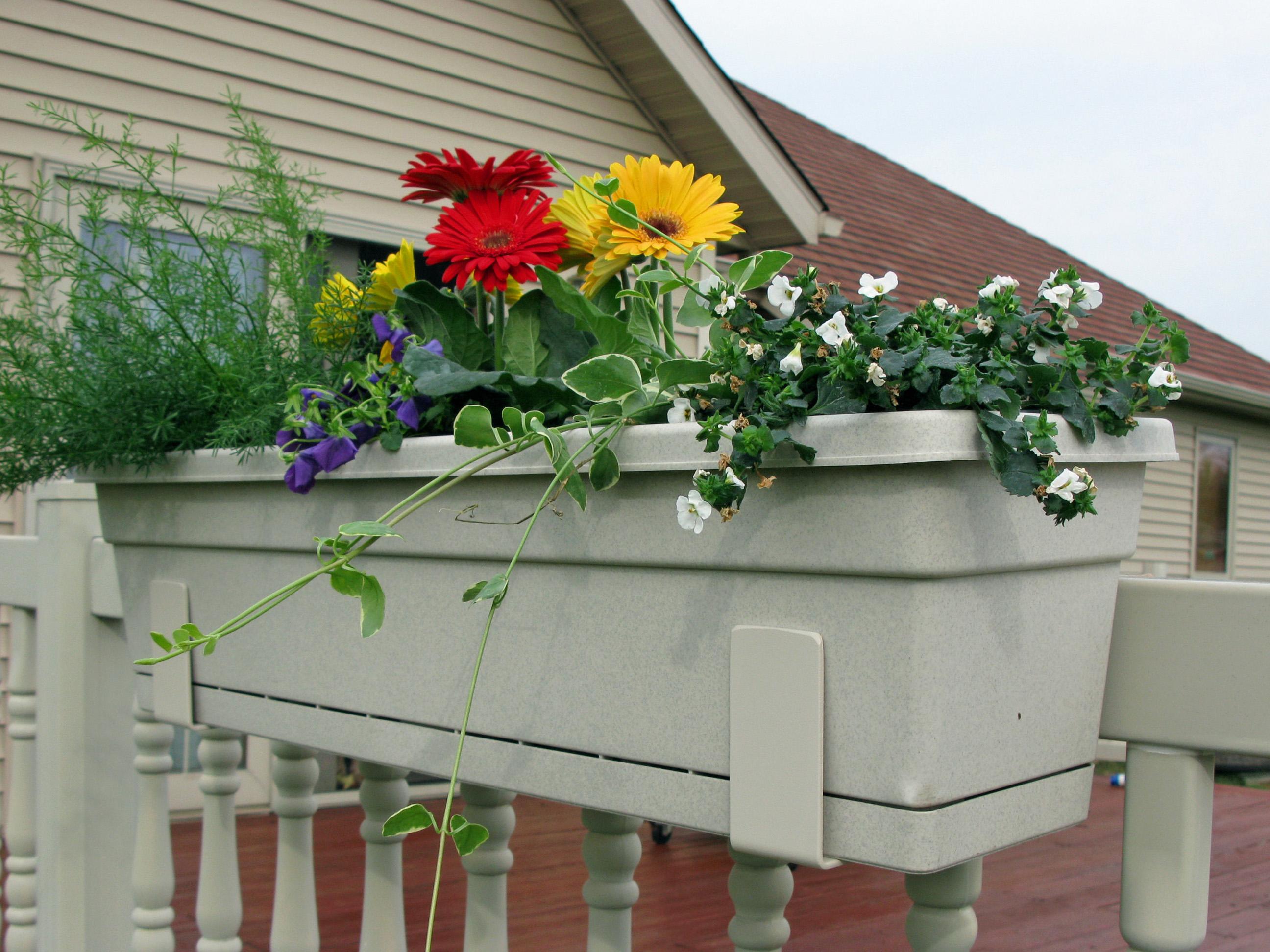 25 Wonderful Deck Railing Flower Boxes Pixelmaricom