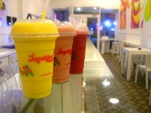 smoothies 300x225 Smoothie Bar: The Jamba Juice of Buenos Aires