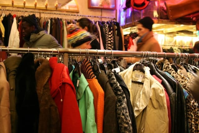 Insider\u0027s Guide to Vintage Shopping in Paris