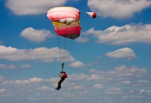 skydiving-646480_640