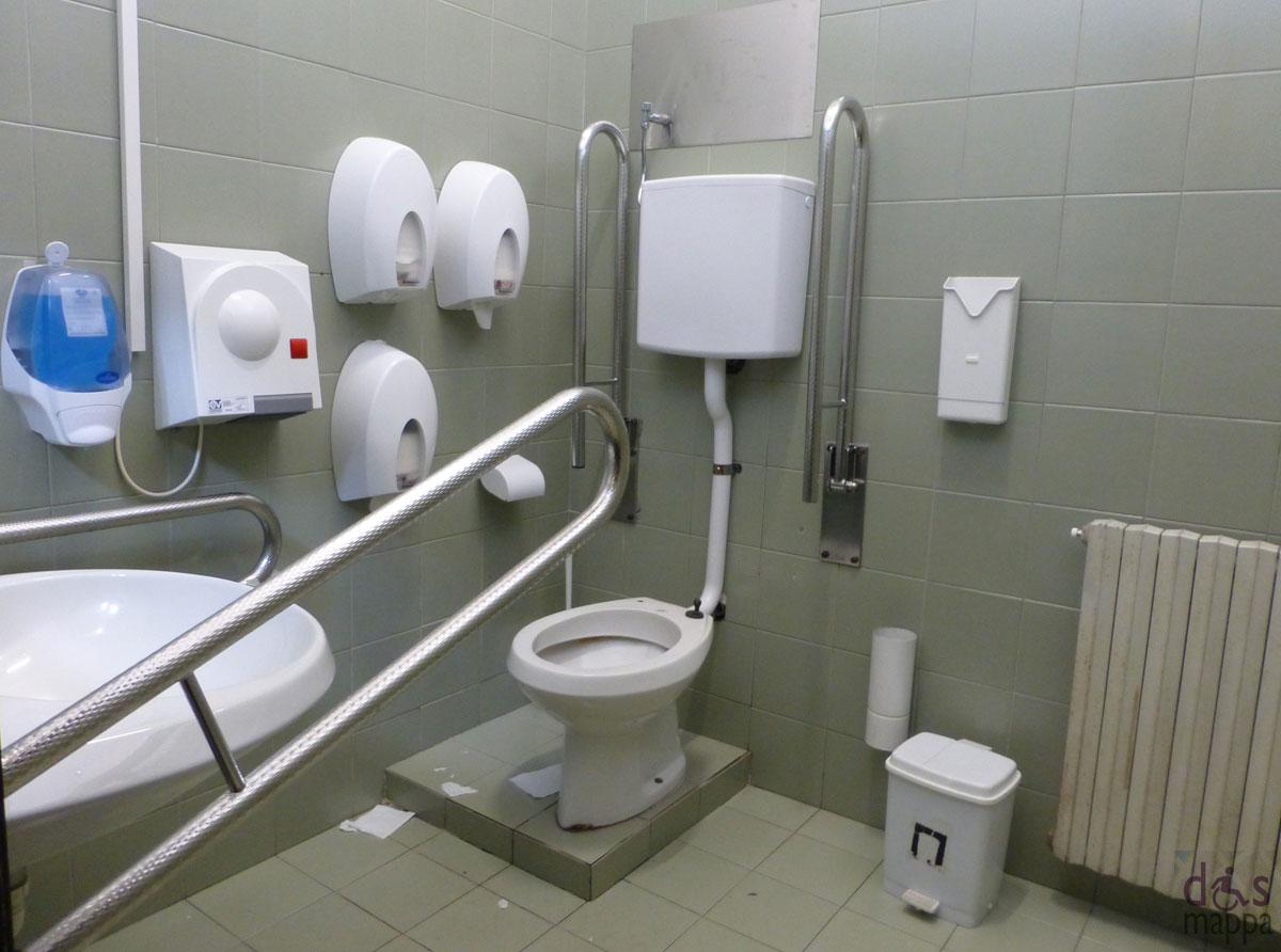 Accessibilit biblioteca centralizzata arturo frinzi universit di verona dismappa verona - Porta bagno disabili ...