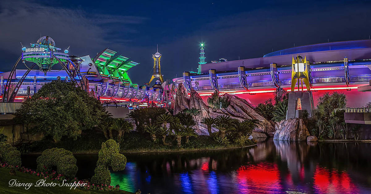 Wallpaper Night Car Race 8 Must Do Rides And Attractions In Tomorrowland Magic