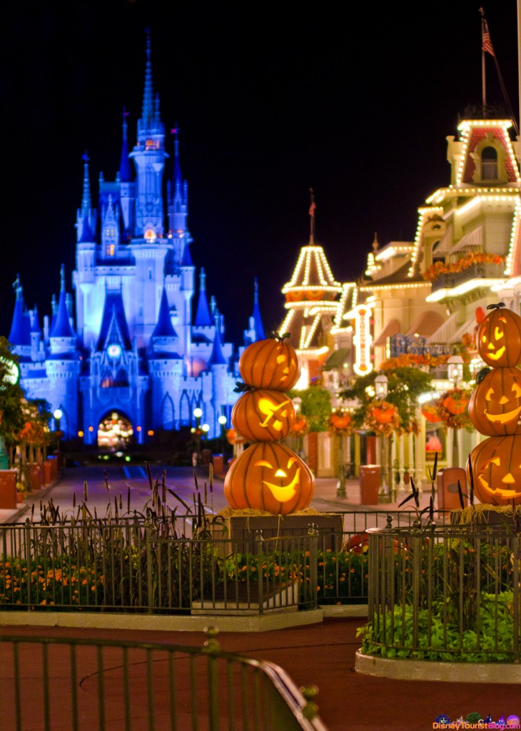 Fall Scenes Wallpaper With Pumpkins The Pumpkins Are Due On Main Street Disney Photo Of The