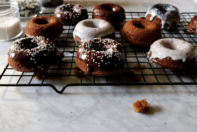 Brown Butter Pumpkin Donuts | recipe via DisplacedHousewife | Super quick baked donuts, ready in under an hour!