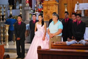 Girl at her quinceañera in the San Francisco de Asís church in Valle de Bravo, Mexico on June 26, 2010./Photo by Alejandro Linares Garcia [Wikimedia Commons-CC]