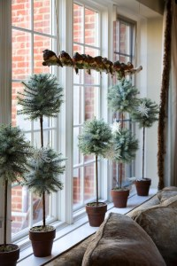 christmas-window-decoration-ideas-small-pot-plants-birds ...