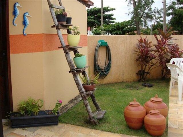 12 Up Cycled Ladder Shelves Display Ideas Diy To Make