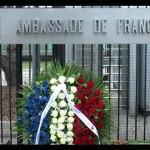 Po zamachu w Nicei – przed ambasadą Francji w Warszawie