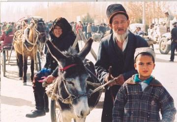 Uyghur-elders-sunday-market-Kashgar