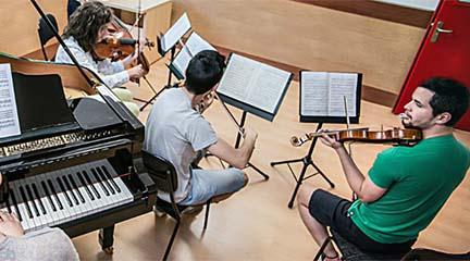becas  Becas de la Facultad de Música y Artes escénicas de la UAX