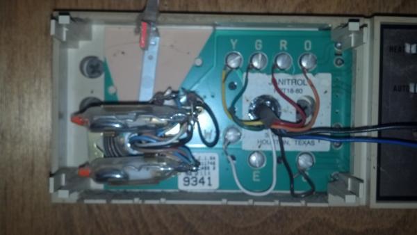 Replacing a Goodman Janitrol HPT 18-60 Thermostat - DoItYourself