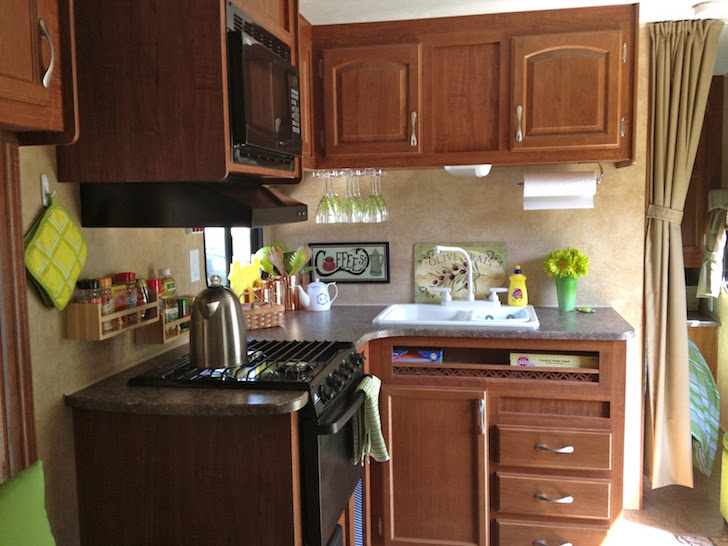 How To Use Bright Accent Colors To Improve An Rv39s Interior