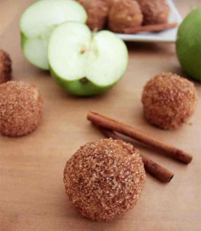apple-cinnamon-baked-doughnut-holes-1