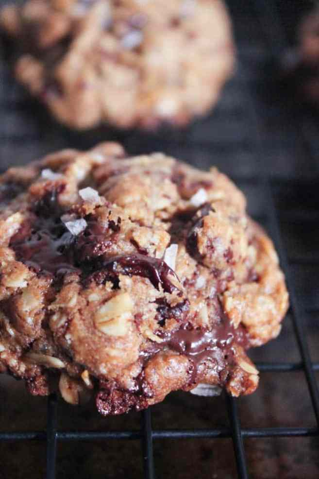healthy-dark-chocolate-chunk-oatmeal-cookies-with-cherries-and-sea-salt-2