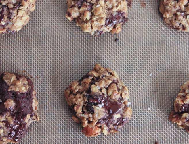 healthy-dark-chocolate-chunk-oatmeal-cookies-with-cherries-and-sea-salt-step-8