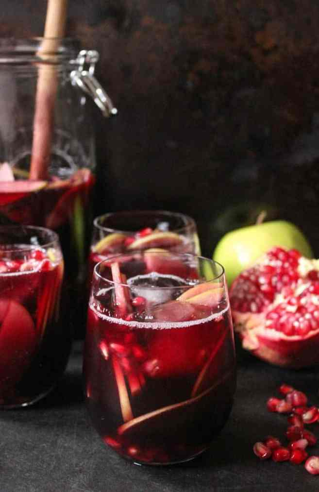 autumn-sangria-with-apples-pomegranate-and-blackberries