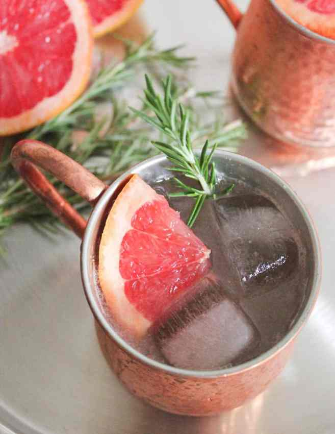 grapefruit-rosemary-moscow-mule-cocktail-recipe