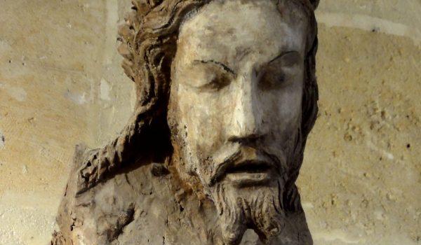 Asnières-sur-Oise_(95),_abbaye_de_Royaumont,_sacristie,_Christ_en_croix,_début_XIVe_siècle
