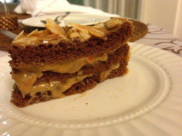 bolo-doce-de-leite-amendoas-do-pao-ao-caviar