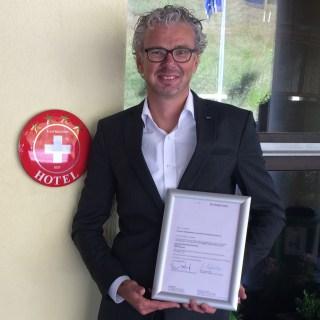 Hoteldirektor Rob Bruijstens freut sich über die Klassifizierung. Foto: Dorint Hotels & Resorts/Abdruck honorarfrei