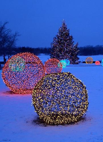 DIY Christmas Light Decoration Ideas - Outdoor Christmas Decor - outdoor christmas lights decorations