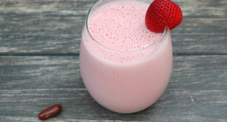Starting my day off on the right foot for total wellness – Strawberry Vanilla Smoothie