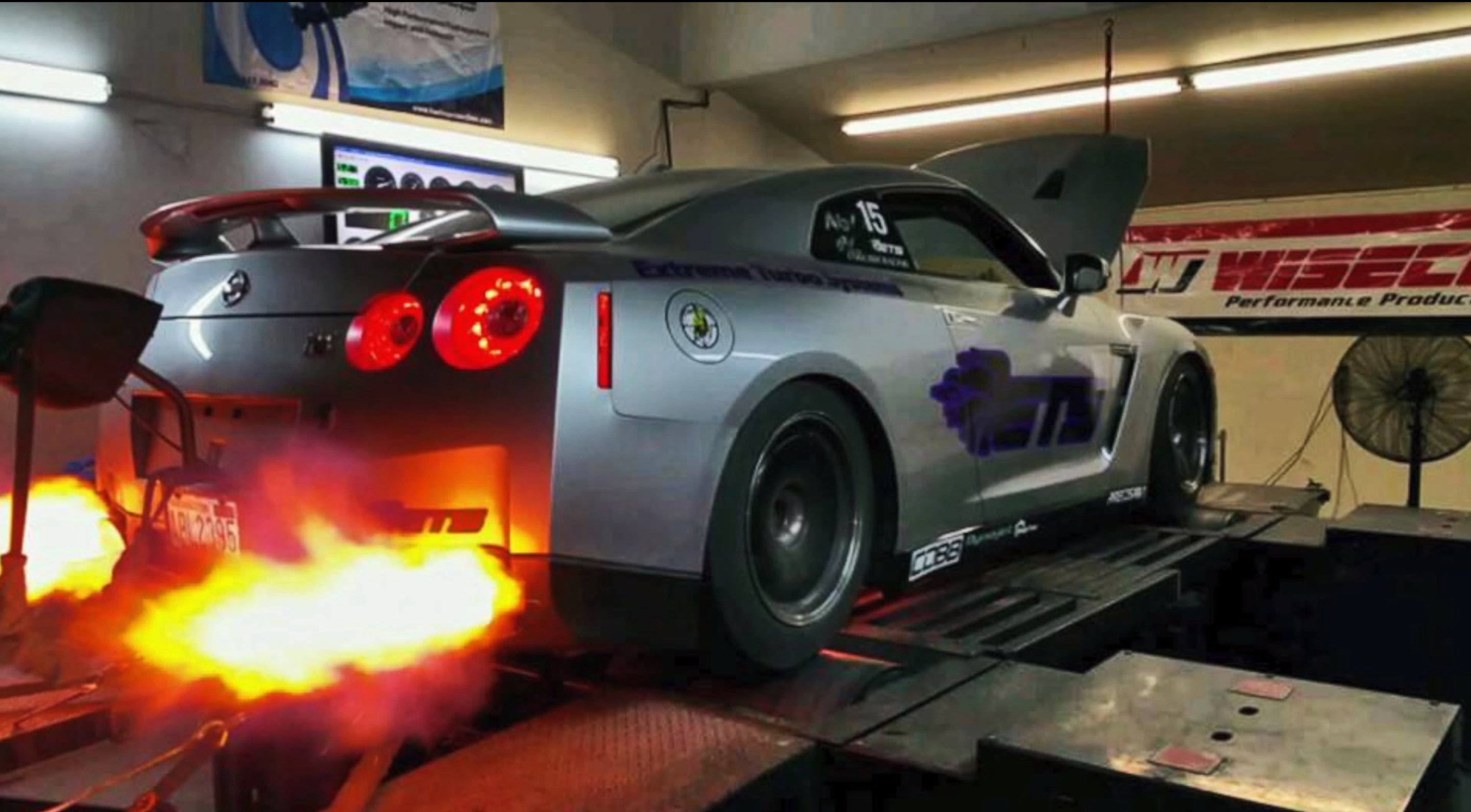 Tanner Fox Car Wallpaper Ets Gt R Breaks World Record For 1 4 Mile Amp Dyno