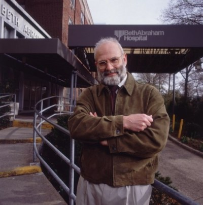 1993: Portrait of British-born neurologist and author Dr Oliver Sacks standing in the admittance driveway of Beth Abraham Hospital with his arms crossed over his chest, New York City. (Photo by Nancy R. Schiff/Hulton Archive/Getty Images)