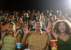 scared-movie-crowd