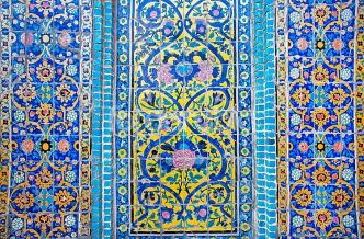 colorful_patterned_wall_with_tiles_of_historical_persian_building_in_iran_fotoarabia_0000149484