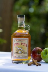 aval pota 199x300 Review: McMenamins Billy Whiskey and Aval Pota Apple Whiskey