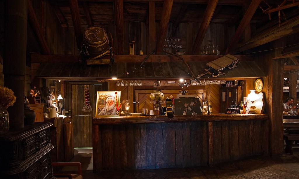 The bar at Sucrerie de la Montagne photo by Doug Zwick (https://www.flickr.com/photos/dczwick/) via Flickr.com