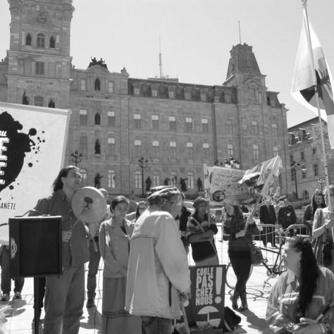 Devant le Parlement : une étape importante de la Marche des peuples pour la Terre Mère, le 22 mai dernier. Photo: Réal Michaud