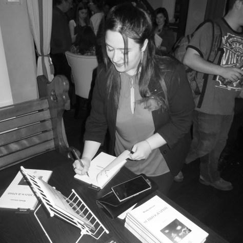 L'auteure, Milady Johnson, lors du lancement de son livre. Photo: Gilles Simard