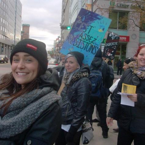 Manifestantes du communautaire sur le boulevard Charest, le 2 novembre.