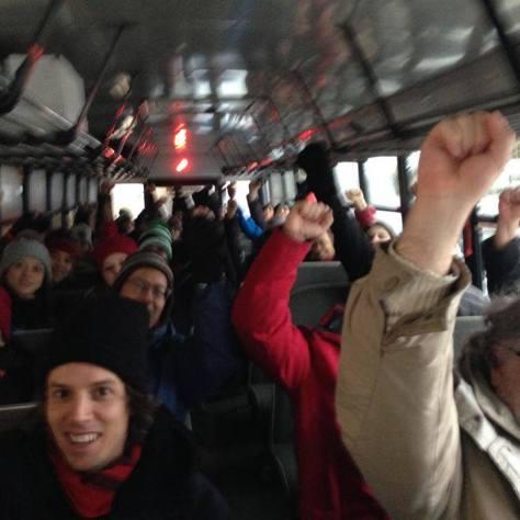 dans l'autobus en route pour l'action, photo par Hélène Nazon
