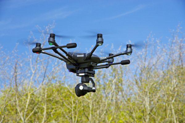 Eenmaal in de lucht kan het landingsgestel ingetrokken worden, zodat de camera vrij zicht heeft