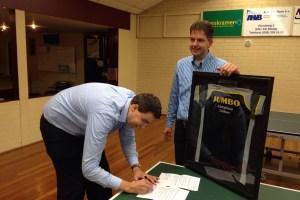 De voorzitter tekent