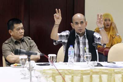 Najib Ali Gisymar (tengah) penasehat hukum Ricksy Prematuri.