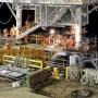 Pemasangan ULA Platform di lapangan baru area UL oleh pekerja PHE ONWJ.