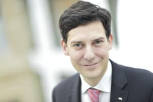 Frédéric Tardy (Axa) : insurance agent is a job for the future in a digital world