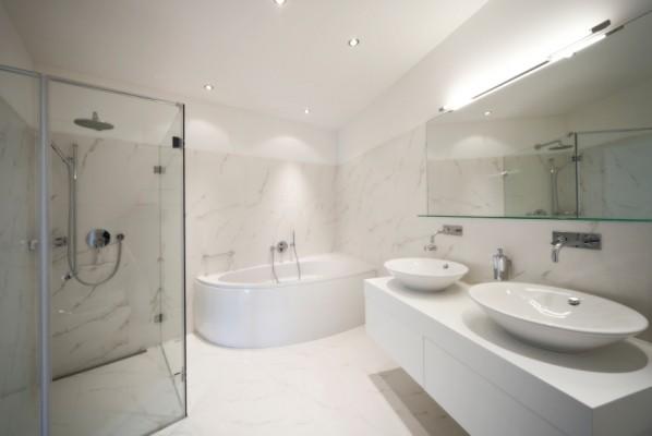 Badezimmer neu gestalten Von alt zu neu in 4 Schritten - weies badezimmer modern gestalten