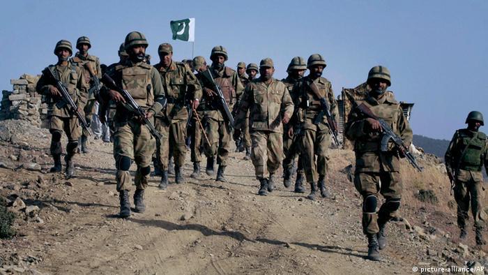 Pakistani soldiers in Waziristan (picture-alliance/AP)