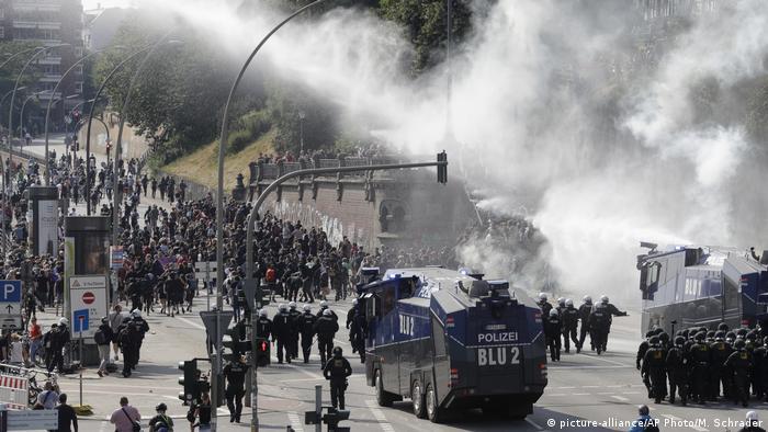 Deutschland Hamburg - G20 Proteste (picture-alliance/AP Photo/M. Schrader)