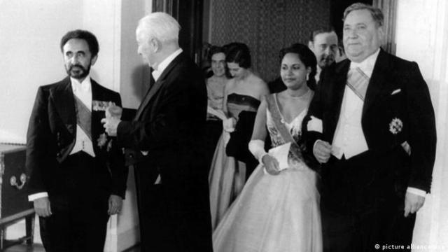 Haile Selassie with Federal President Theodor Heuss and guests at a formal banquet