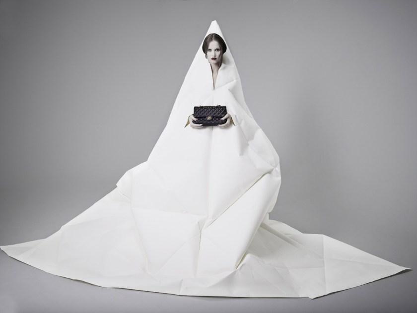 Bolso Chanel 2.55. Fotógrafo: Alberto G. Puras. Artista y estilismo: Auro Murciano. Maquillaje: Alicia Arenilla. Modelo: Angélica Moreno y Doble R. Estudio: Cienxcien Studio.