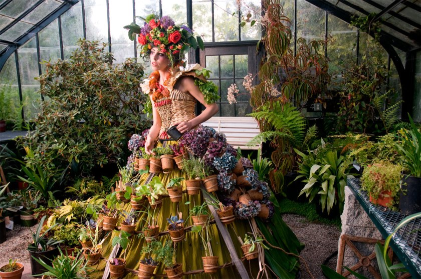 Nicole Dextras. Mobile Garden Dress. 2011. Cortesía de © MUSAC
