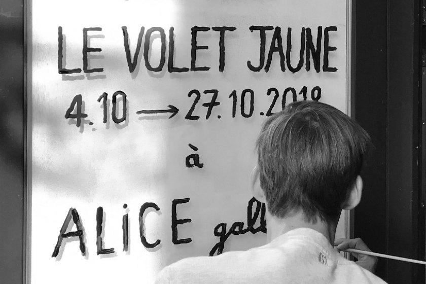 Alice Gallery. Le Volet Jaune © Jean Jullien