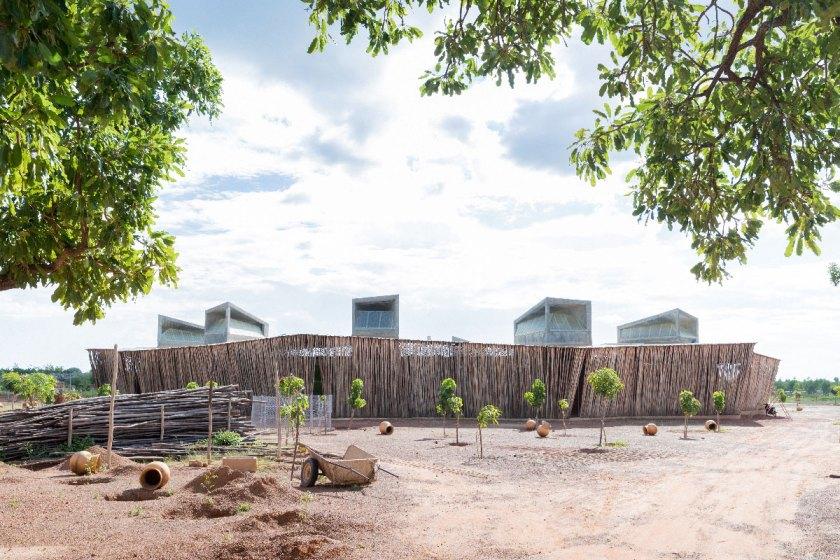 Escuela secundaria Lycée Schorge, Koudougou, Burkina Faso (2014-2016) © Iwan Baan