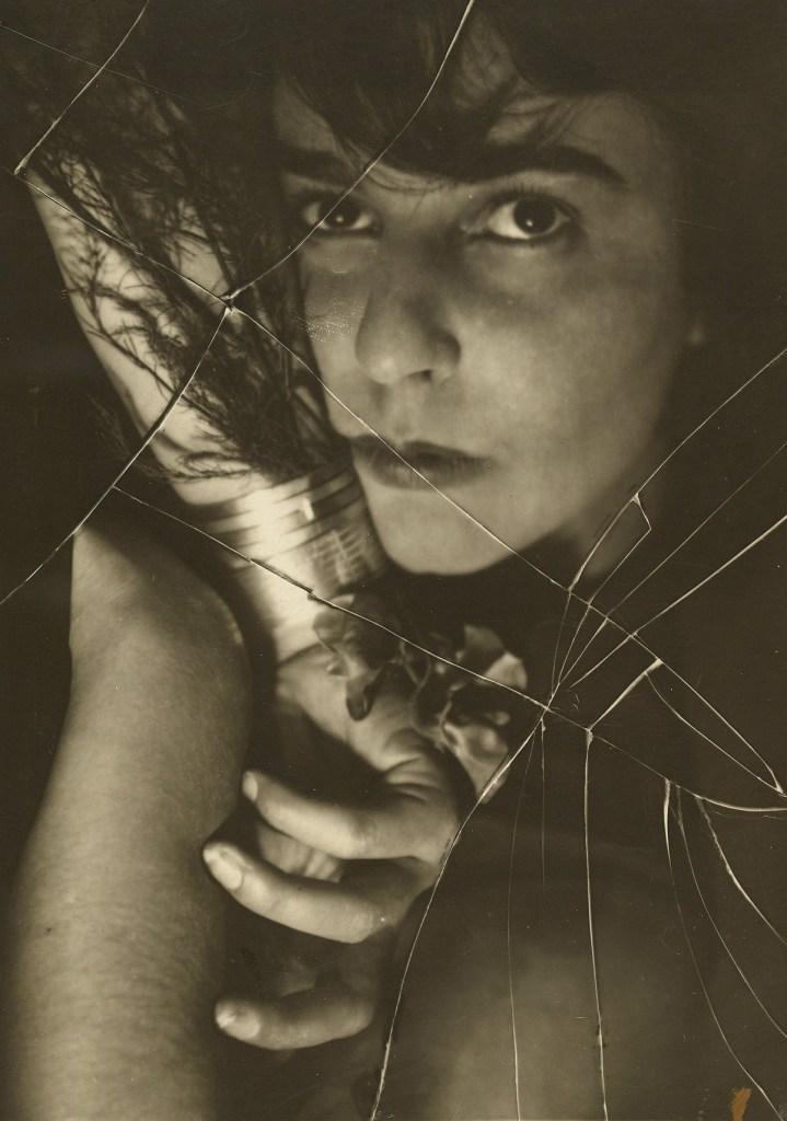 Umbo_Ruth-Spinne_1927_Berlinische-Galerie